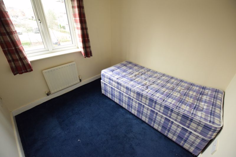 2 bedroom Flat to buy in Primrose Close, Luton - Photo 5