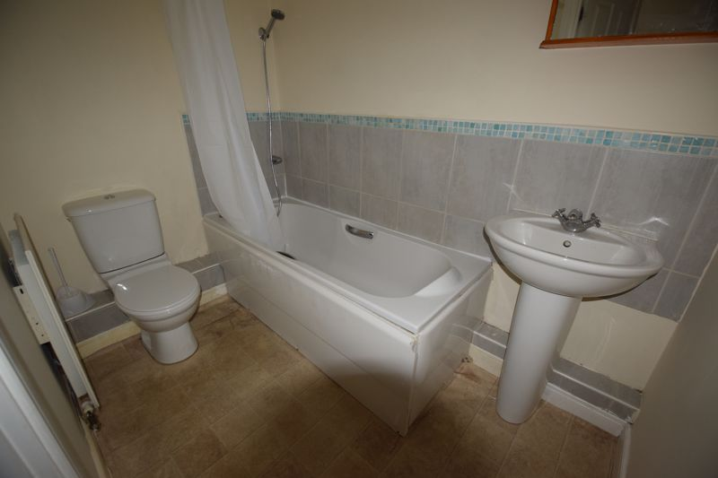2 bedroom Flat to buy in Primrose Close, Luton - Photo 6
