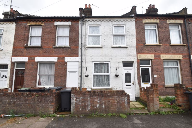 2 bedroom Mid Terrace to buy in Granville Road, Luton - Photo 1