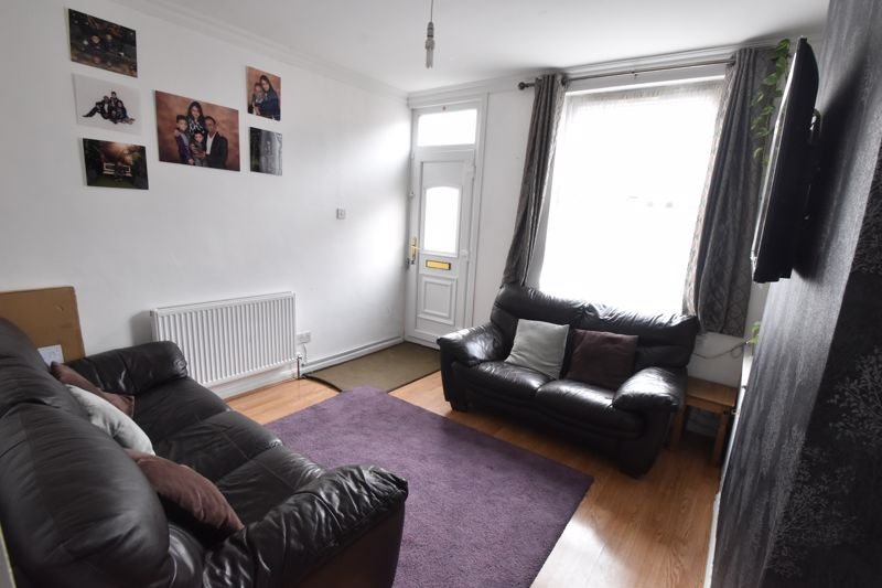 2 bedroom Mid Terrace to buy in Granville Road, Luton - Photo 2