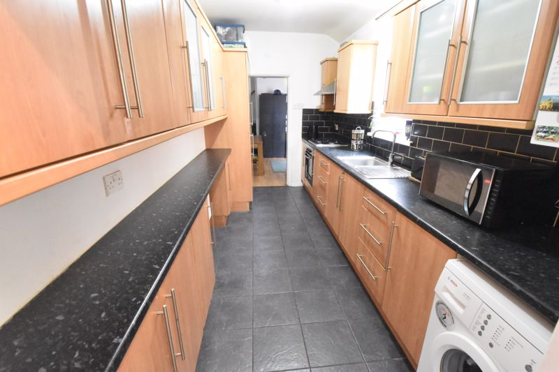 2 bedroom Mid Terrace to buy in Granville Road, Luton - Photo 4