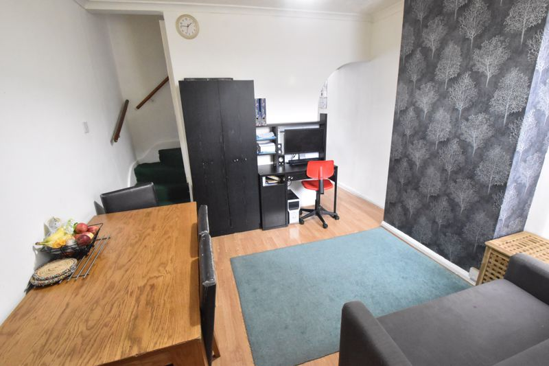 2 bedroom Mid Terrace to buy in Granville Road, Luton - Photo 5