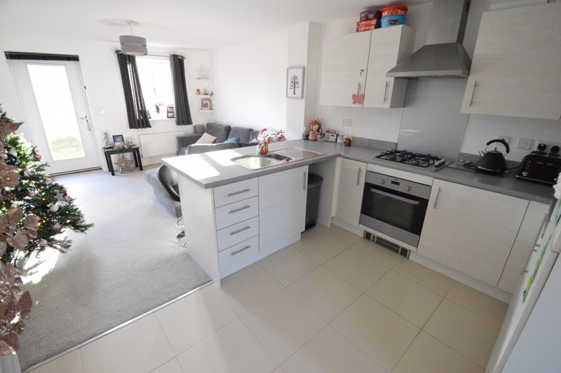 2 bedroom End Terrace to buy in Dray Gardens, Luton - Photo 5