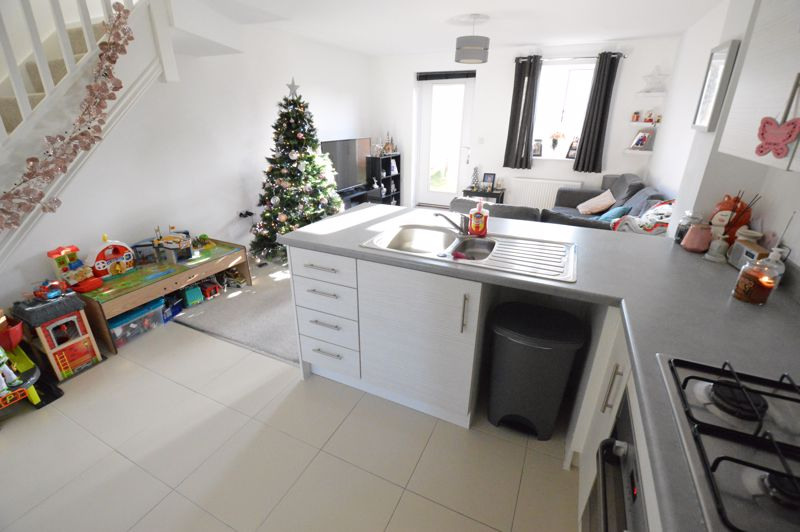 2 bedroom End Terrace to buy in Dray Gardens, Luton - Photo 6