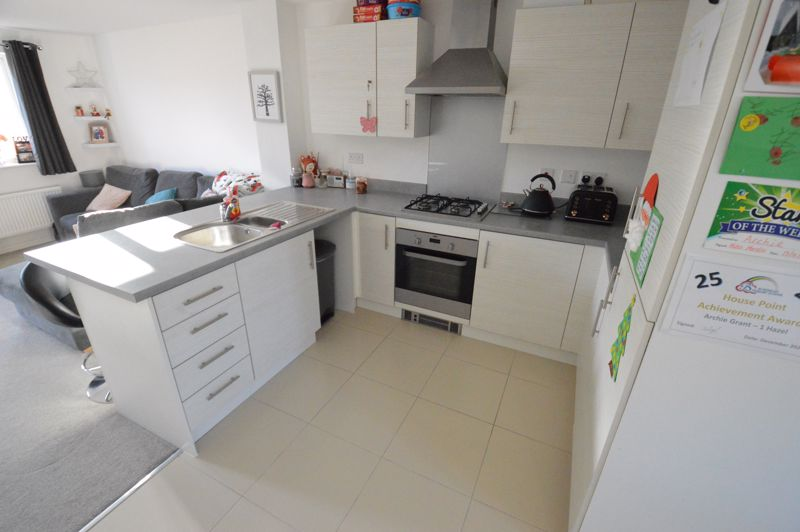 2 bedroom End Terrace to buy in Dray Gardens, Luton - Photo 8
