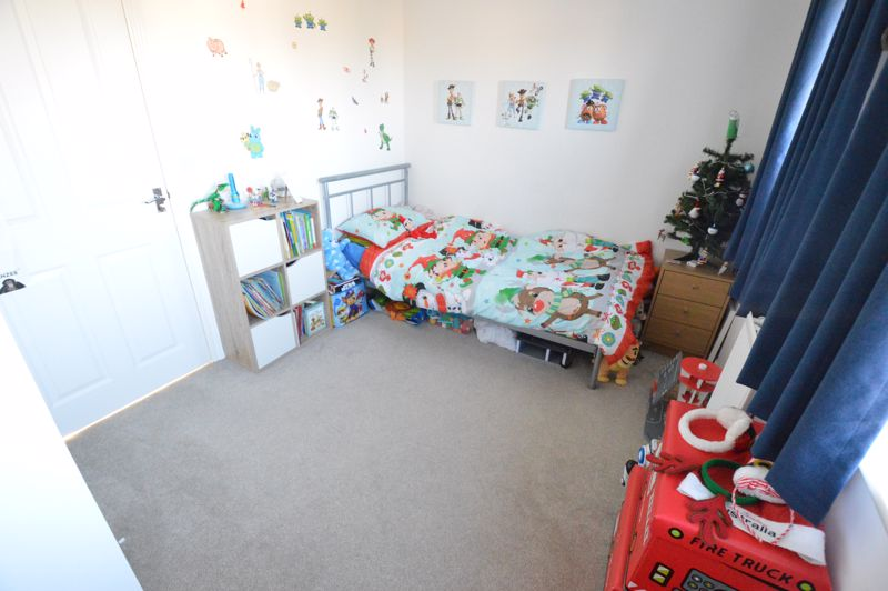 2 bedroom End Terrace to buy in Dray Gardens, Luton - Photo 12