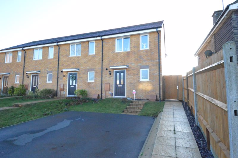 2 bedroom End Terrace to buy in Dray Gardens, Luton