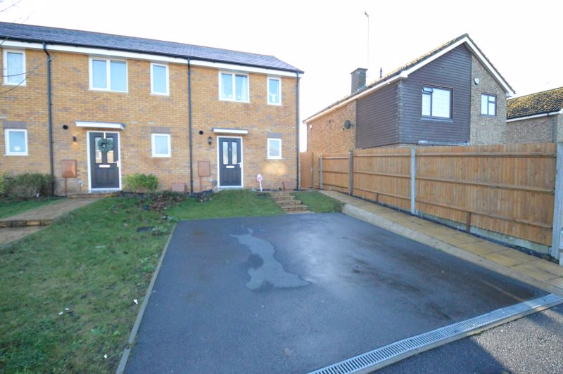 2 bedroom End Terrace to buy in Dray Gardens, Luton - Photo 2