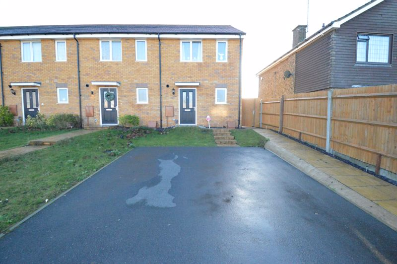 2 bedroom End Terrace to buy in Dray Gardens, Luton - Photo 3