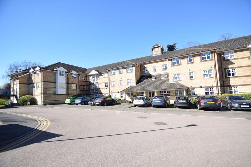 1 bedroom  to buy in Barons Court, Earls Meade, Luton