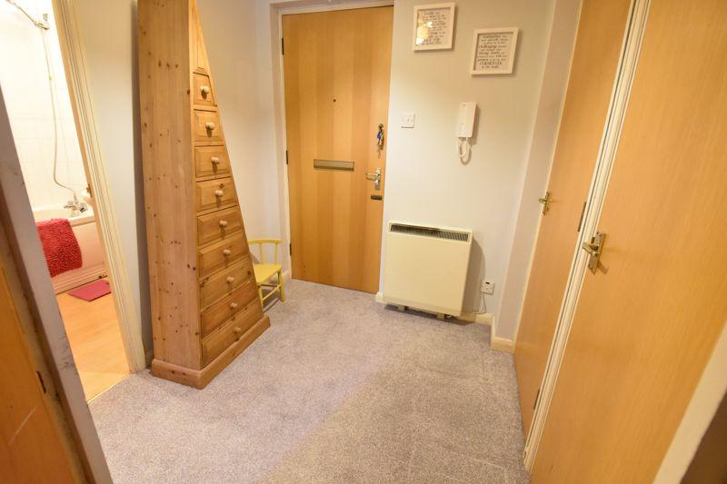 1 bedroom  to buy in Barons Court, Earls Meade, Luton - Photo 1