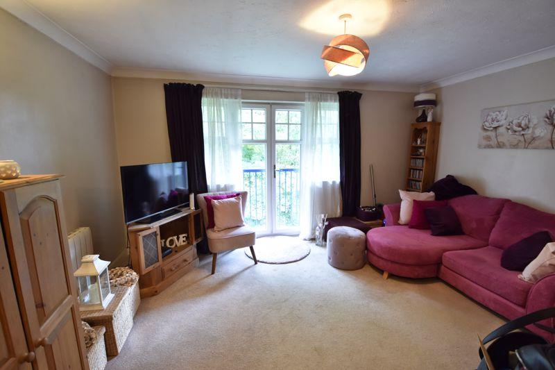 1 bedroom  to buy in Barons Court, Earls Meade, Luton - Photo 2