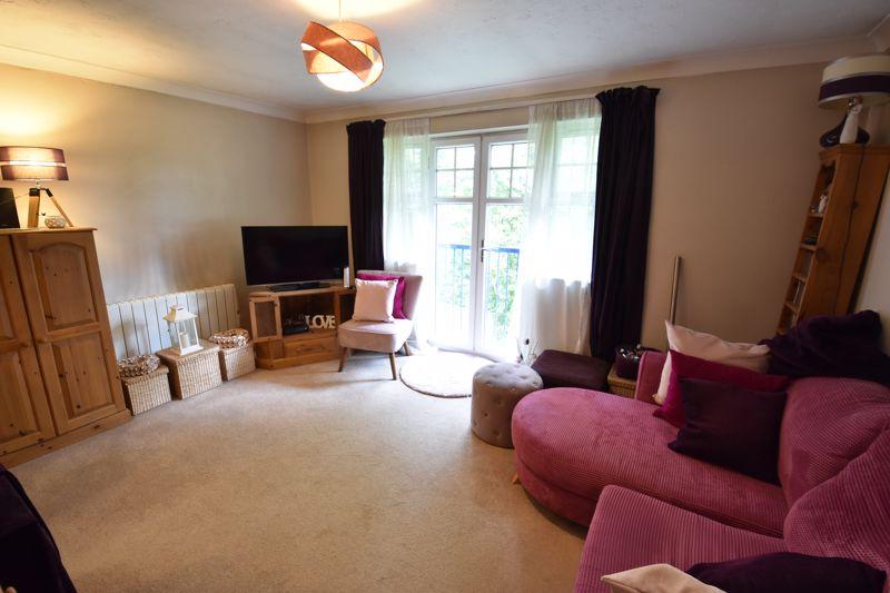 1 bedroom  to buy in Barons Court, Earls Meade, Luton - Photo 3