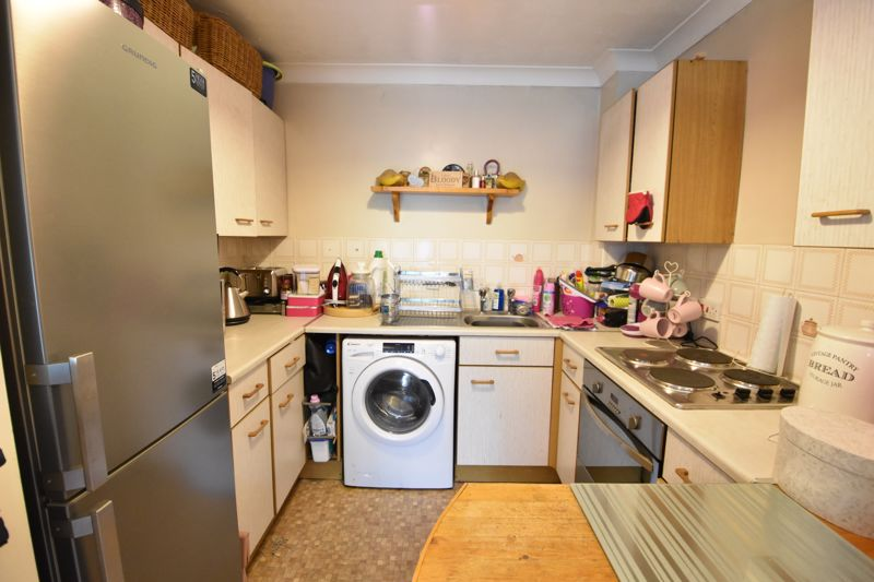 1 bedroom  to buy in Barons Court, Earls Meade, Luton - Photo 5