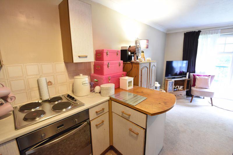 1 bedroom  to buy in Barons Court, Earls Meade, Luton - Photo 6