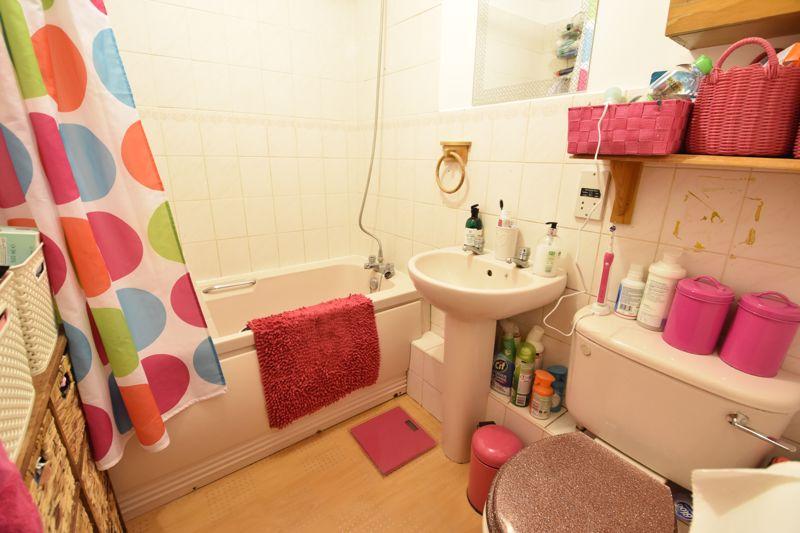 1 bedroom  to buy in Barons Court, Earls Meade, Luton - Photo 7