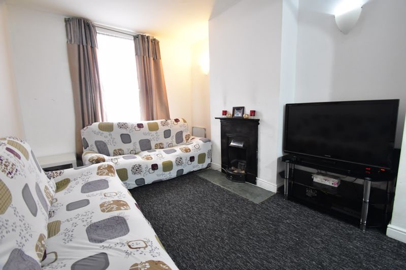 3 bedroom Mid Terrace to buy in Arthur Street, Luton - Photo 8