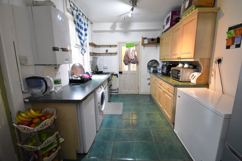 3 bedroom Mid Terrace to buy in Arthur Street, Luton - Photo 12