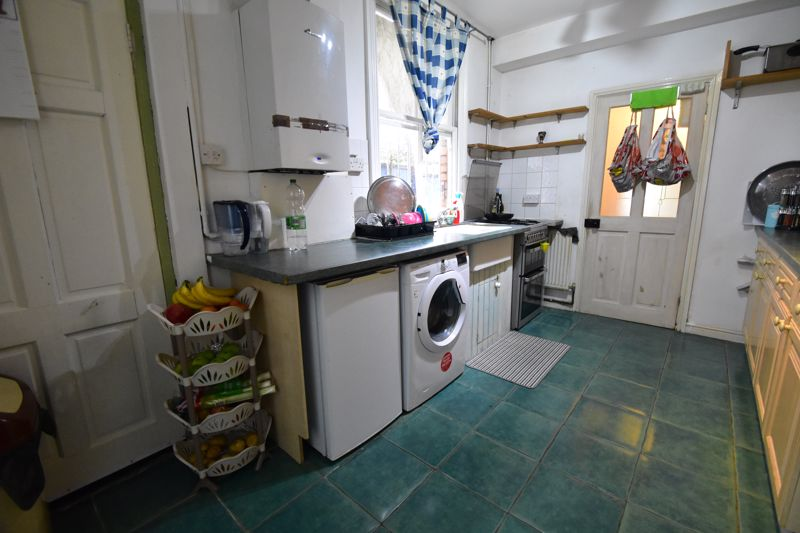 3 bedroom Mid Terrace to buy in Arthur Street, Luton - Photo 13
