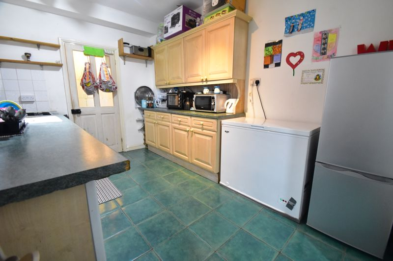 3 bedroom Mid Terrace to buy in Arthur Street, Luton - Photo 14