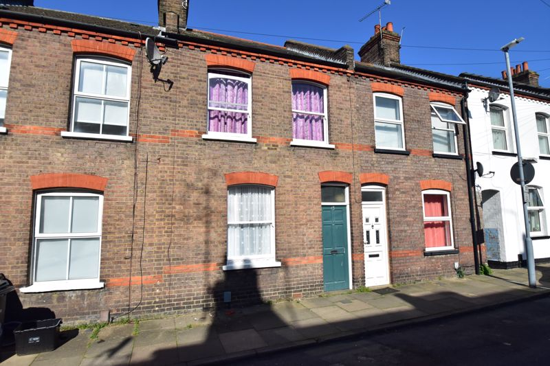 3 bedroom Mid Terrace to buy in Arthur Street, Luton - Photo 24
