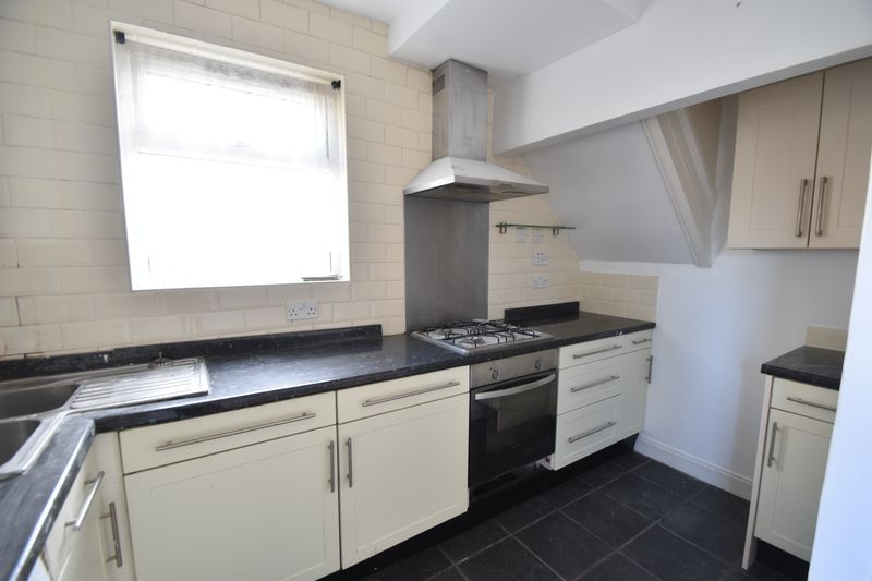 3 bedroom Semi-Detached  to rent in Fourth Avenue, Luton - Photo 10