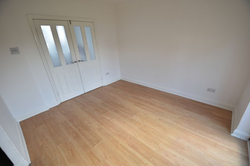 3 bedroom Semi-Detached  to rent in Fourth Avenue, Luton - Photo 2