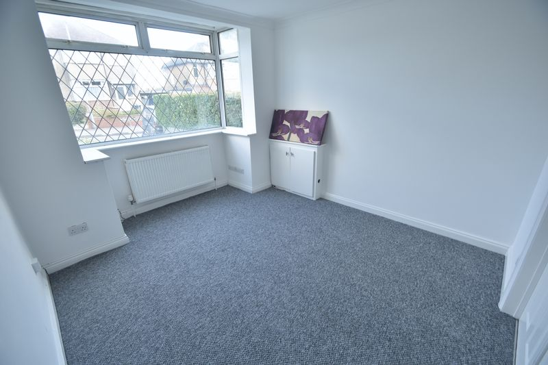3 bedroom Semi-Detached  to rent in Fourth Avenue, Luton - Photo 3