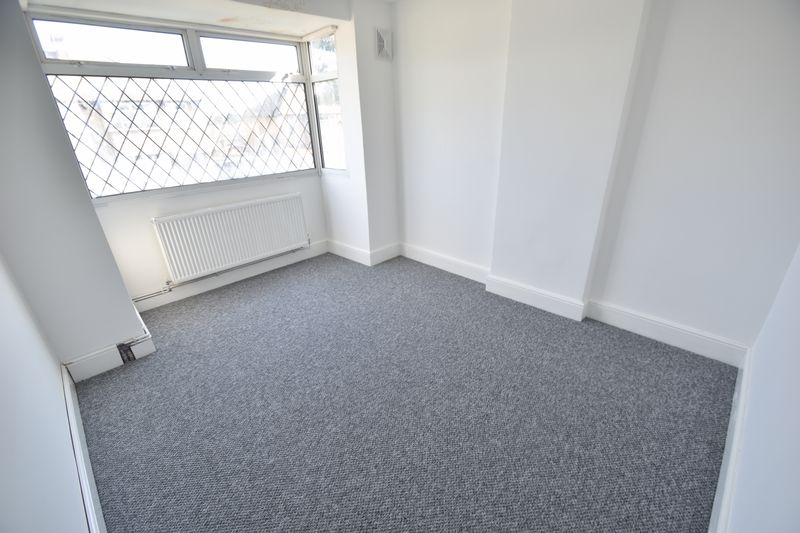 3 bedroom Semi-Detached  to rent in Fourth Avenue, Luton - Photo 6