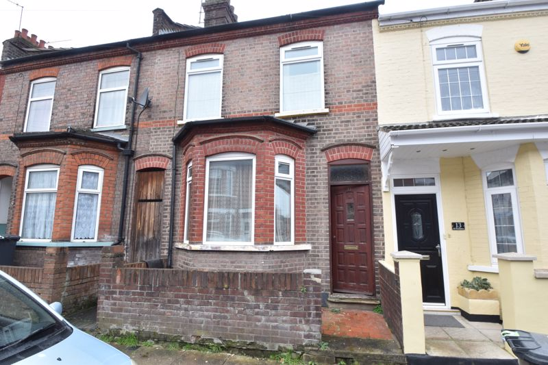 3 bedroom Mid Terrace to buy in Vernon Road, Luton