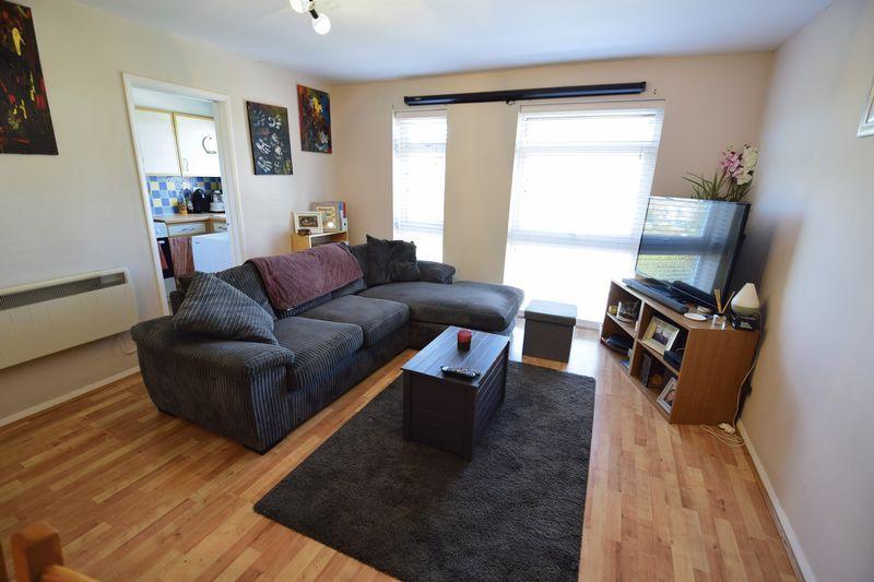 2 bedroom  to buy in Elderberry Close, Luton - Photo 2