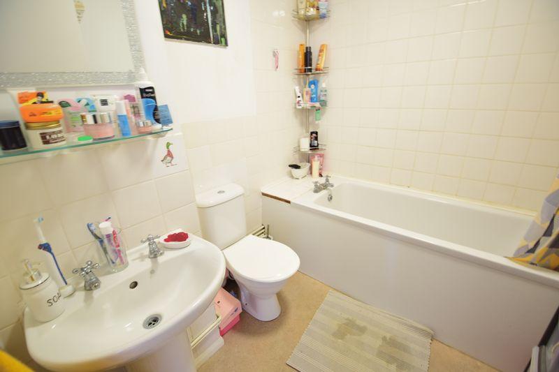 2 bedroom  to buy in Elderberry Close, Luton - Photo 8