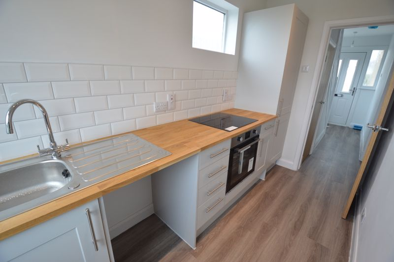 3 bedroom End Terrace to buy in Stanford Road, Luton - Photo 2