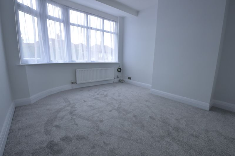 3 bedroom End Terrace to buy in Stanford Road, Luton - Photo 5