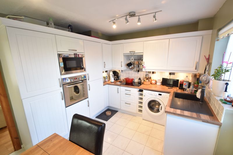 2 bedroom Semi-Detached  to buy in Dunsmore Road, Luton - Photo 3