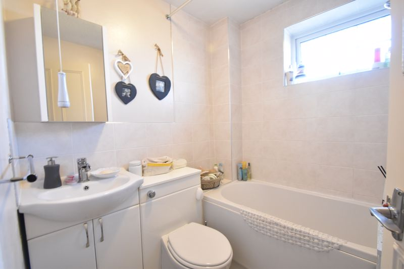 2 bedroom Semi-Detached  to buy in Dunsmore Road, Luton - Photo 11