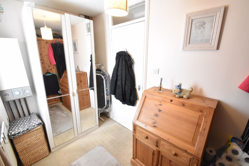 2 bedroom Semi-Detached  to buy in Dunsmore Road, Luton - Photo 14