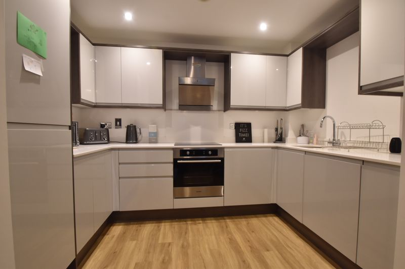 1 bedroom Flat to buy in South Road, Luton - Photo 3