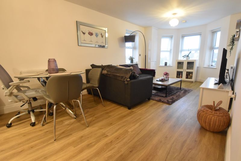 1 bedroom Flat to buy in South Road, Luton - Photo 4