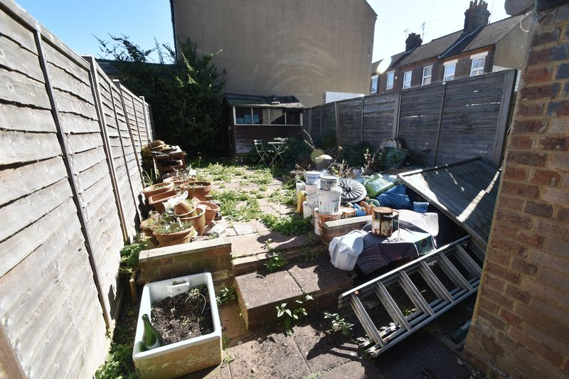 3 bedroom Mid Terrace to buy in Tennyson Road, Luton - Photo 11