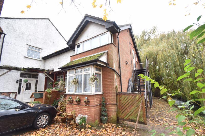 3 bedroom Flat to rent in New Bedford Road, Luton