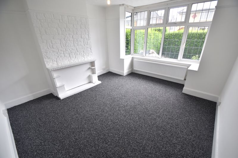 3 bedroom Semi-Detached  to rent in Richmond Hill, Luton - Photo 1