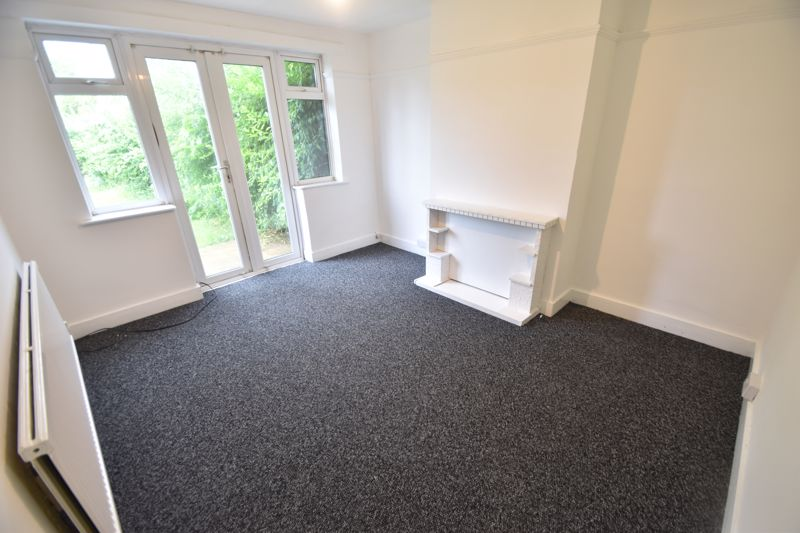 3 bedroom Semi-Detached  to rent in Richmond Hill, Luton - Photo 2