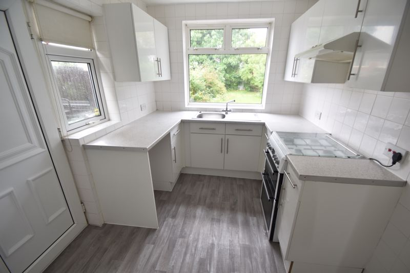3 bedroom Semi-Detached  to rent in Richmond Hill, Luton - Photo 3