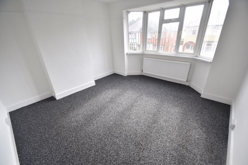 3 bedroom Semi-Detached  to rent in Richmond Hill, Luton - Photo 5