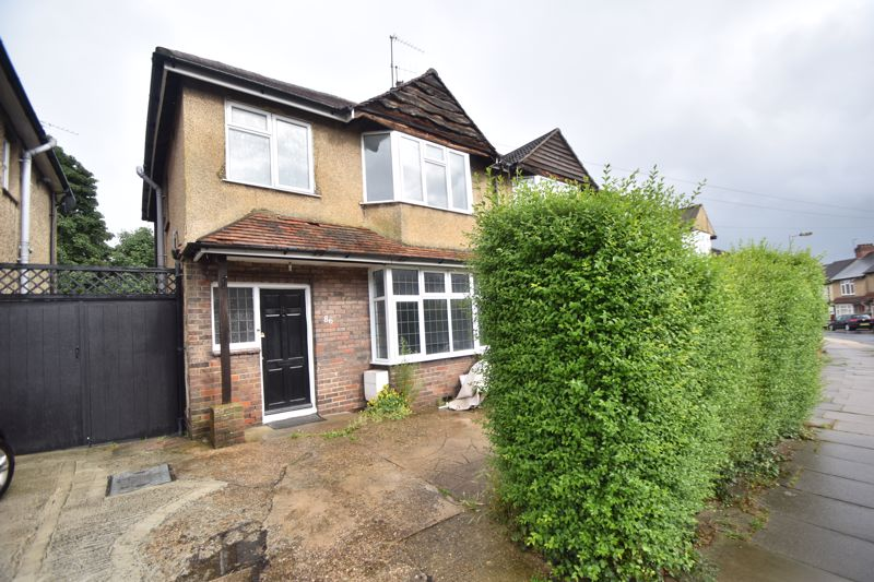 3 bedroom Semi-Detached  to rent in Richmond Hill, Luton - Photo 9