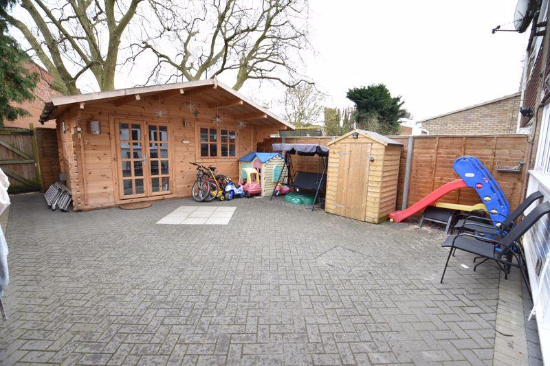 3 bedroom  to buy in Ross Way, Luton - Photo 1