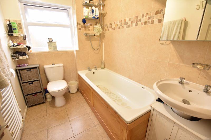 3 bedroom  to buy in Ross Way, Luton - Photo 3