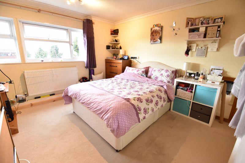 3 bedroom  to buy in Ross Way, Luton - Photo 5