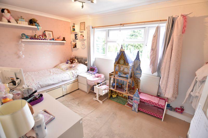 3 bedroom  to buy in Ross Way, Luton - Photo 6